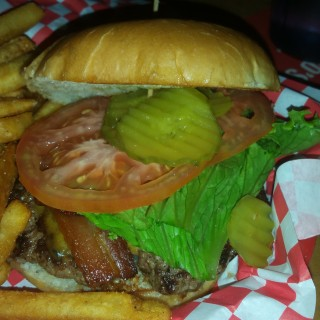 lakewood-landing-burger